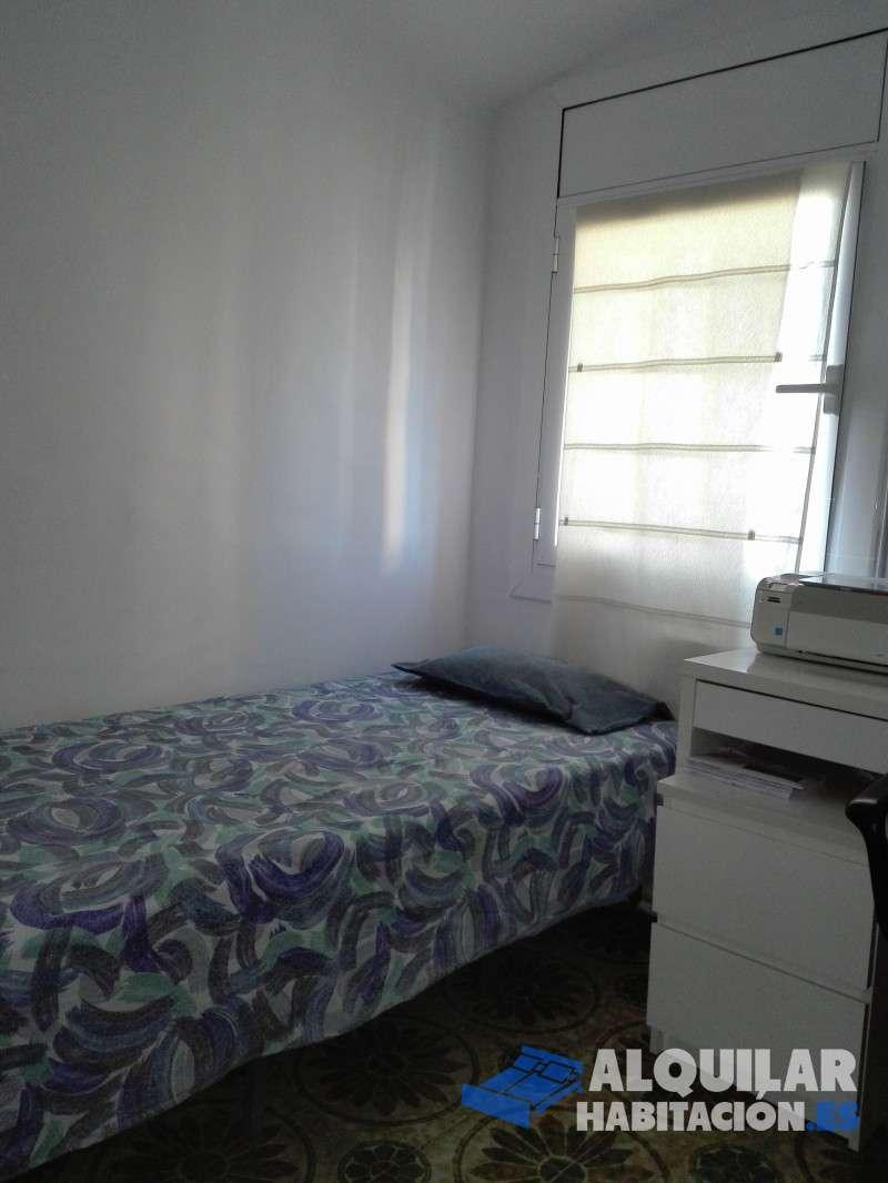 Foto 83 Habitación acogedora, con mucha luz, ventana grande, zona tranquila. Vivienda en zona tranquila, muy cera de Fabra i Puig, Heron City y El Corte ing