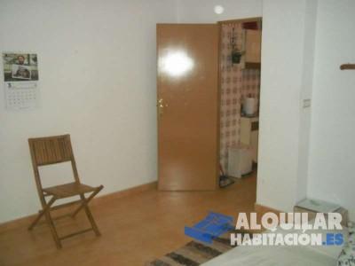 alquilo habitación en mi casa en lorquí, pueblo tranquilo situado junto al rio segura. practico la