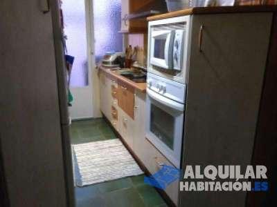 habitación individual, amueblada,  aseo privado. lavadora, secadora, wifi, calefacción. cambio sem