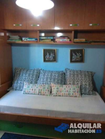 habitación individual amueblada, aseo privado, cambio semanal de sábanas y toallas, lavadora, seca