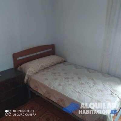habitación doble en hospitalet, bien situada, ambiente familiar