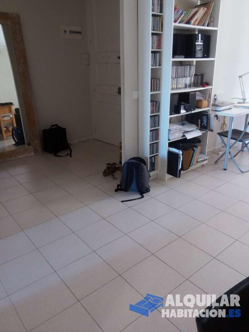 Foto 499 Piso de 2 habitaciones dobles. 1 Baño amplio con bañera. Cocina y salón muy amplios. Balcones tanto a calle como a patio interior. 3a planta. Con c