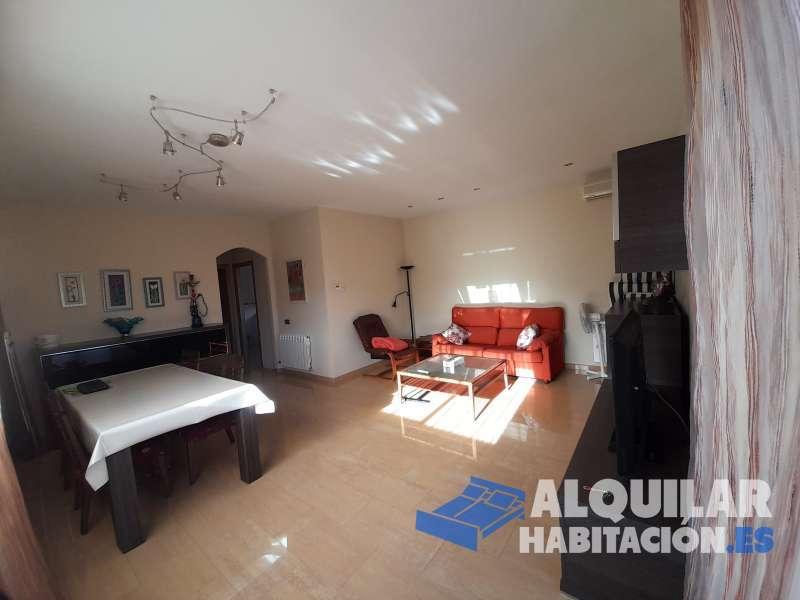 Foto 520 Se alquila habitación en la planta alta de un chalet  (vivienda totalmente independiente de la nuestra) Se ofrece habitacion para persona seria, re