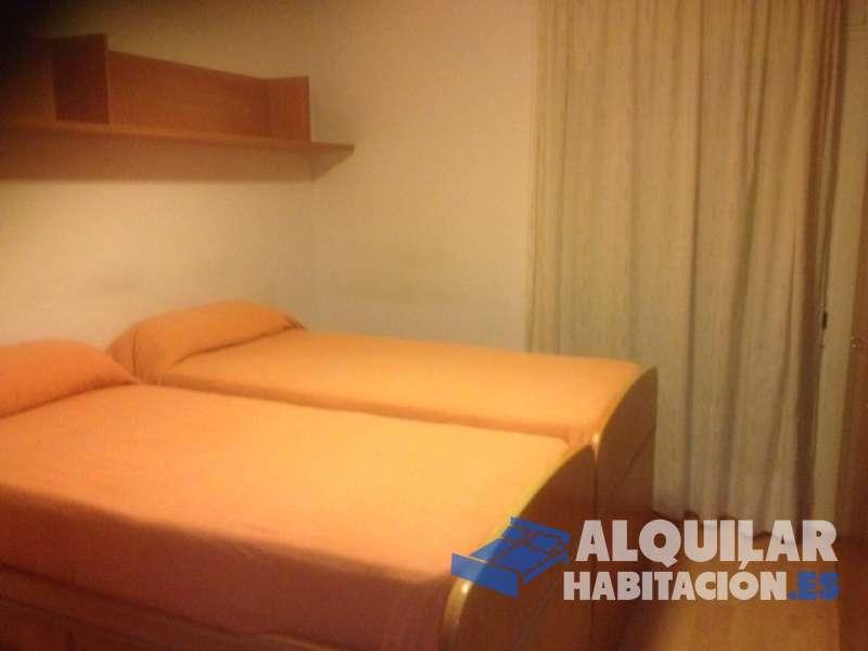 Foto 588 Buenas! Tenemos 1 habitación doble con salida al balcón, disponible desde el 1 de Julio en piso situado a 2 minutos de la estación de metro de Mer