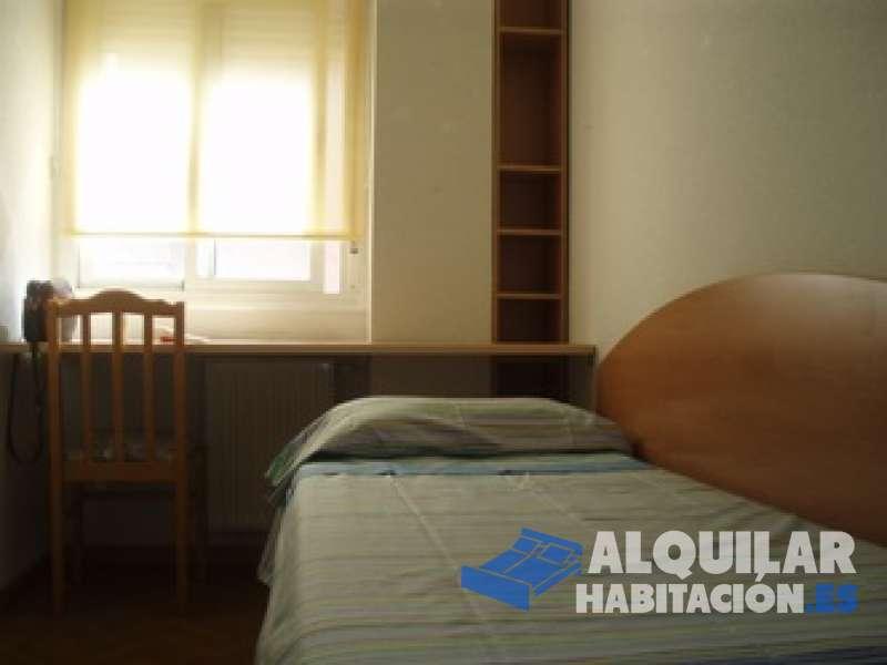 Foto 636 Ideal estudiantes/jovenes trabajadores. Disponible una habitación en piso nuevo de 4 habitaciones, dos baños completos, salón con mirador cocina co
